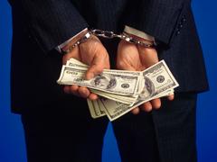 manos-esposas-dinero